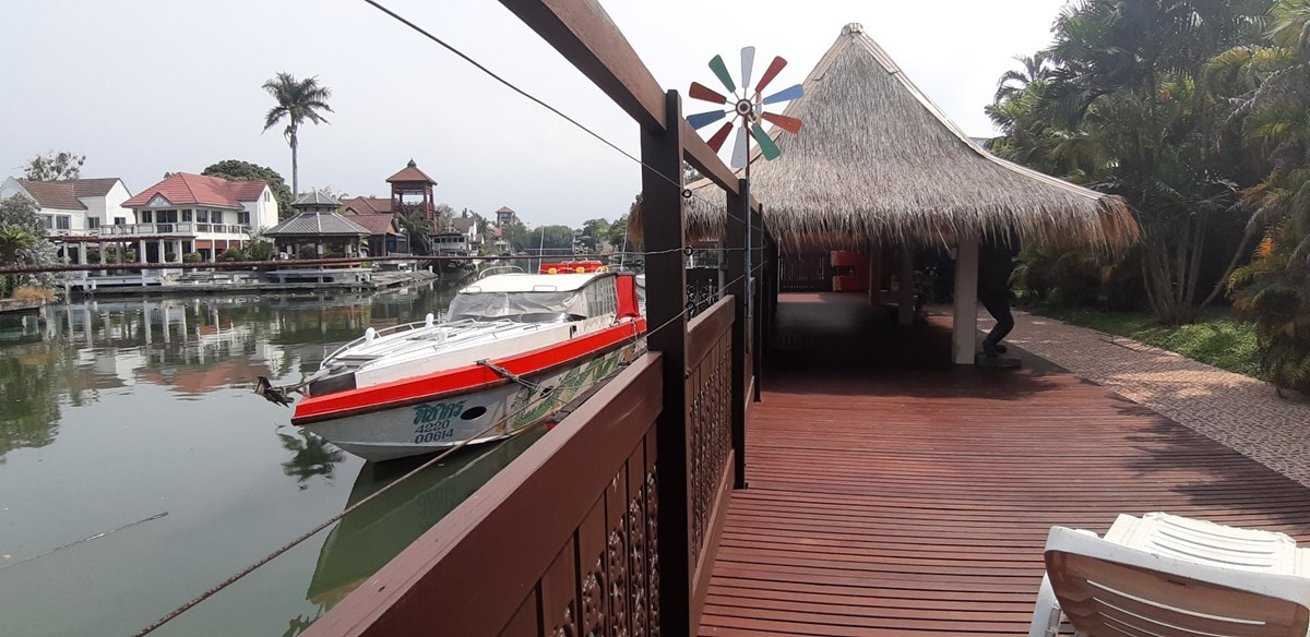 Unique in Pattaya: Villa with own Mooring Place - House - Na Jomtien -