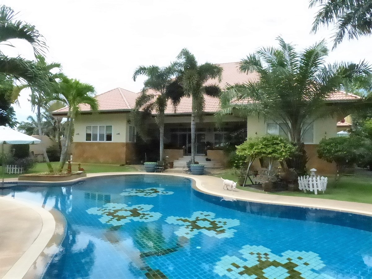 Big Villa on East Side Pattaya - House - Pattaya East -