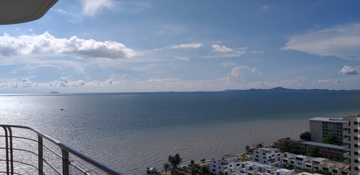 Luxury apartment on the beach of NaJomtien - Condominium - Jomtien Beach -