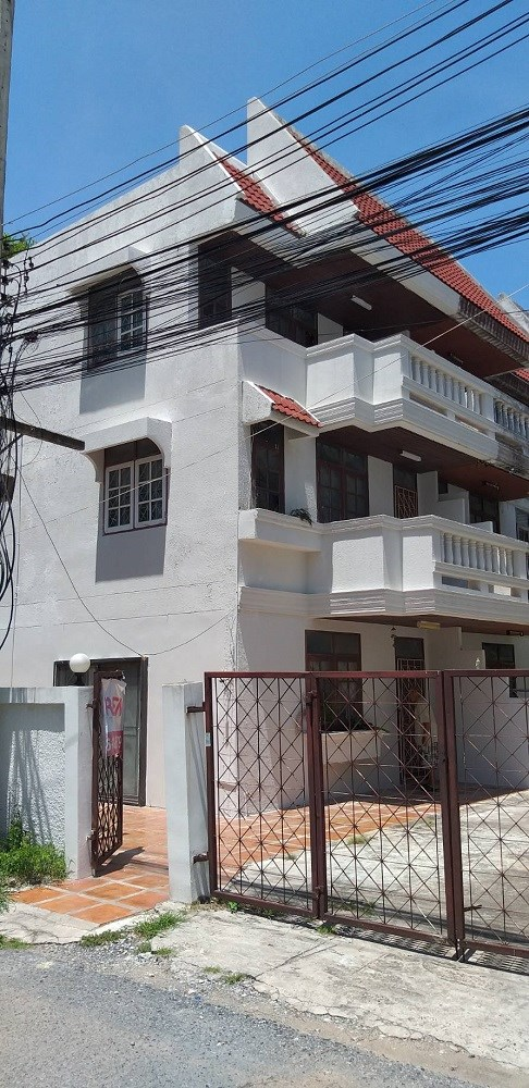 Shophouse in Pratumnak close beach - Commercial - Phra Tam Nak 5 -