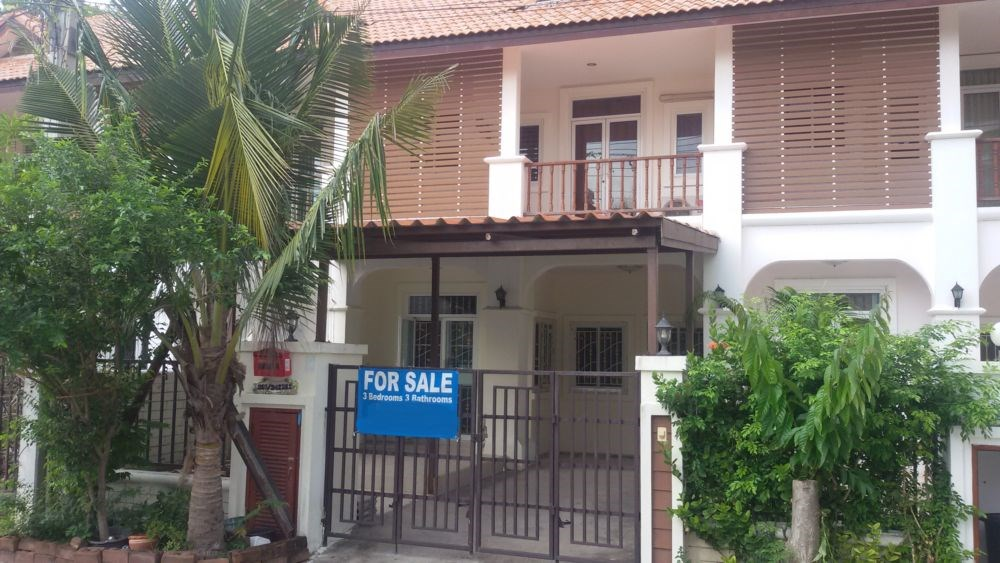 Townhouse in the heart of Pattaya - House - Thepprasit -